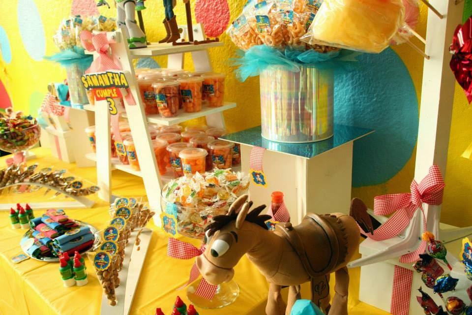 Mesa de dulces y botanas Toy Story v2