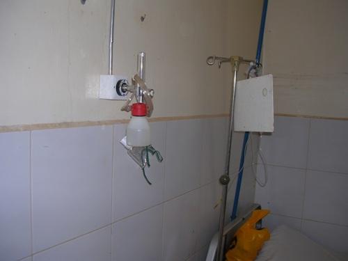 Chaaria mission hospital kenya l 39 impianto centralizzato for Gruppo bullone muro