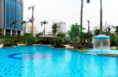 Bể bơi ngoài trời