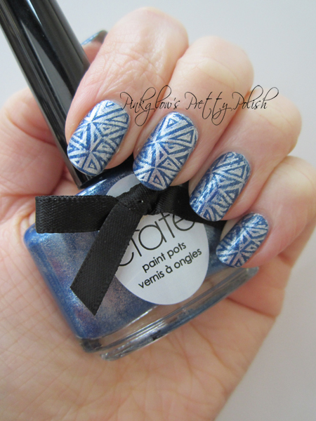 Blue-and-silver-triangles-nail-art.jpg