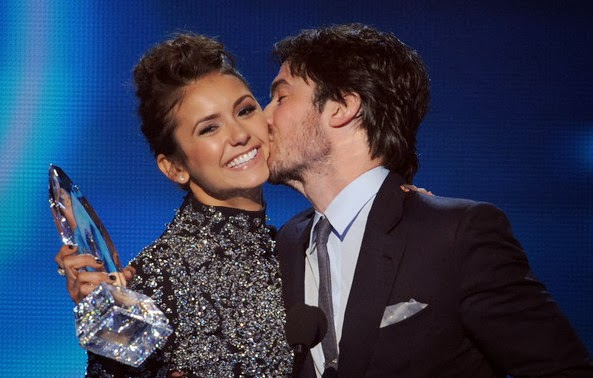 Nina Dobrev and Ian Somerhalder share a kiss after winning on-screen chemistry award at People's Choice