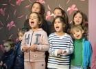 Niños cantan contra la violencia machista