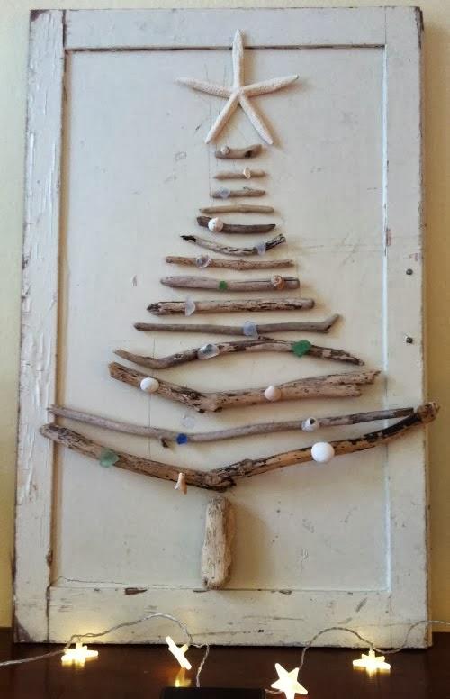 елка на двери из палочек и звездочек