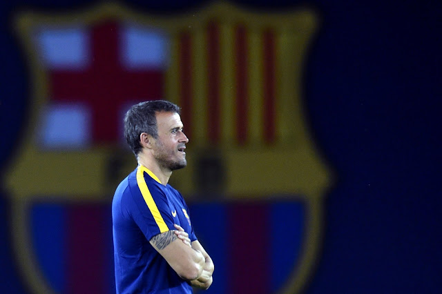 O comandante do clube catalão não descarta a possibilidade de perder Pedro (Foto: KIRILL KUDRYAVTSEV/AFP)