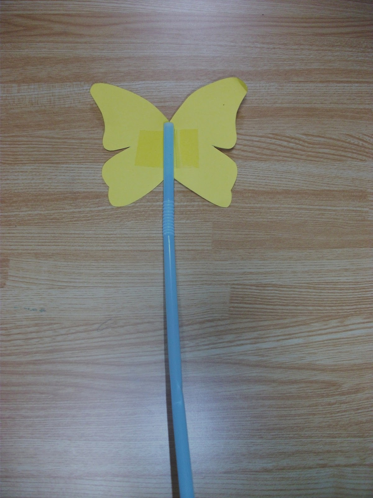 Easy butterfly straw and paper craft and song preschool easy butterfly straw and paper craft and song jeuxipadfo Image collections