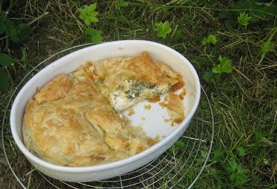 Schafkäse-Zucchini-Wildkräuter-Blätterteigpastete