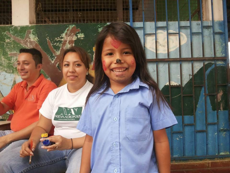 voluntarios de Nueva Acrópolis llevan alegría a los niños del kinder Nacional Profa. María Elvira Sifontes