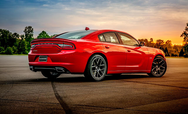 Rear 3/4 view of 2015 Dodge Charger R/T