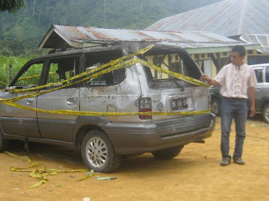 Mobil KPA di bakar oleh masa
