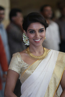 Asin Spotted in Kerala Saree at Genelia Wedding Ceromony