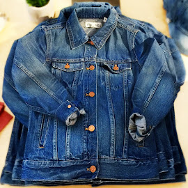 Madewell pinter wash jean jacket.