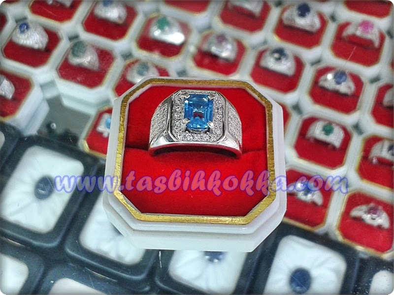 Cincin Blue Topaz Kotak
