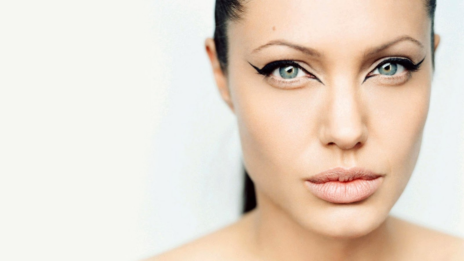 Angelina Jolie Cat Eye Makeup Beta Pics