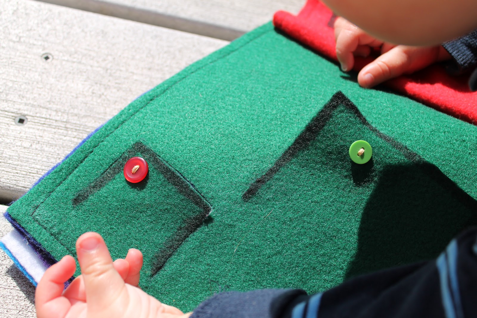 DIY Felt-Flap Picture Book for BabyDo Small Things with Love
