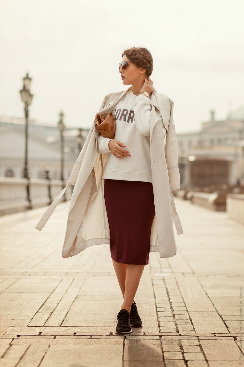hoodie, pencil skirt, nike sneakers, free 5, long trench