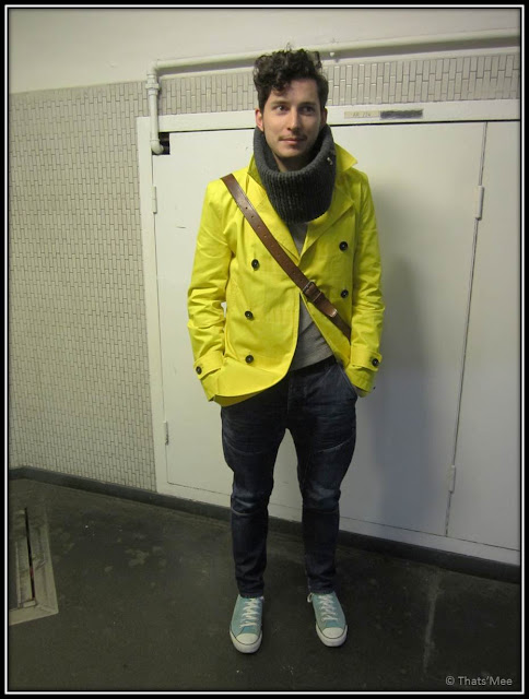 Trench Zara jaune, Converse turquoise, pull TOPMAN, Gilles Trend Union, trend tablet