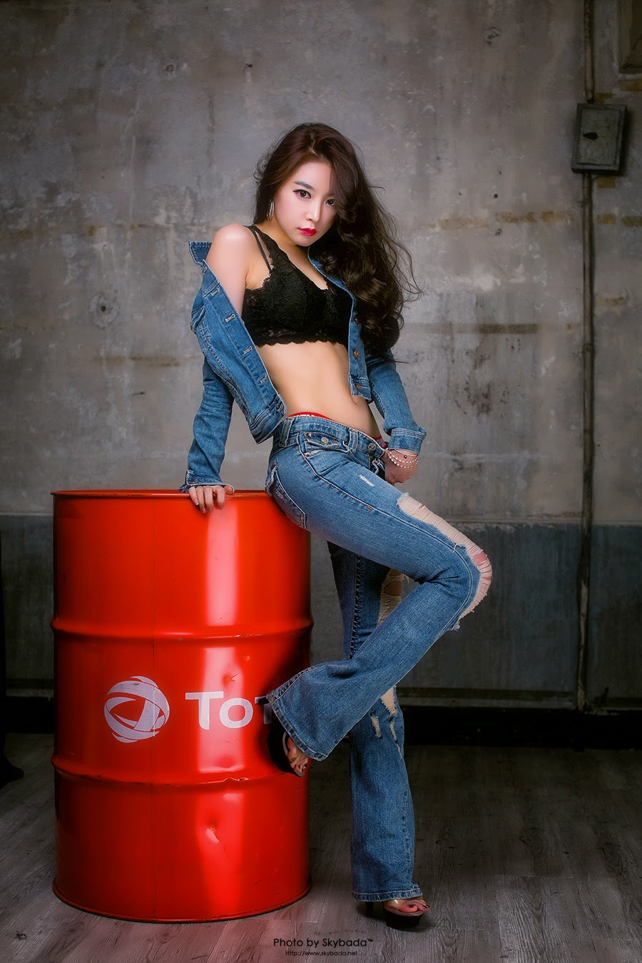 2 Lee Eun Seo - Over A Barrel - very cute asian girl-girlcute4u.blogspot.com