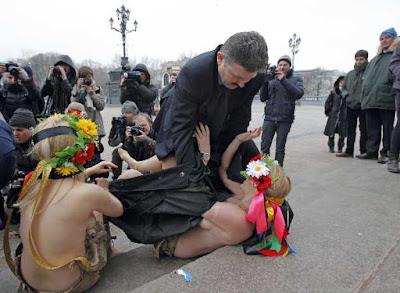 Protesta Mujeres Desnudas En Catedral De Moscu