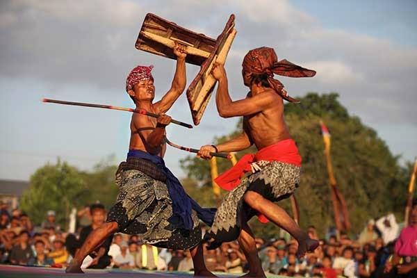kesenian lombok, kesenian sasak, dusun sade lombok, dusun sade rembitan, desa sade rembitan, desa sasak, suku sasak, wisata budaya di lombok, wisata lombok