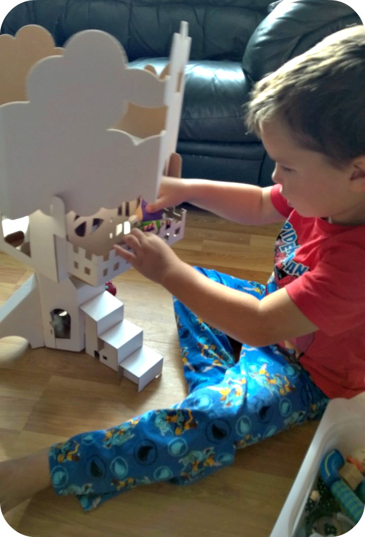 CALAFANT Treehouse Play