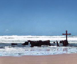 el sueño del entierro de Meki en una tumba en una playa frente al mar y del enfrentamiento contra un nazi terrible y peligroso