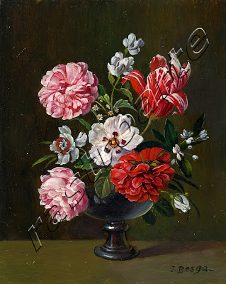Tulipan, pensamiento y rosas en florero redondo vidriado