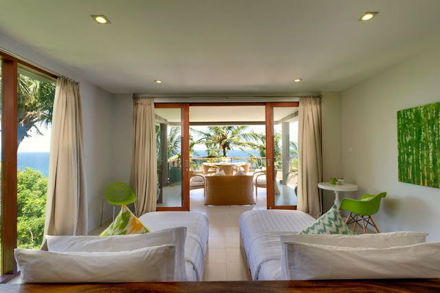 Picture of another bedroom with two single beds in the bedroom of cliff villa