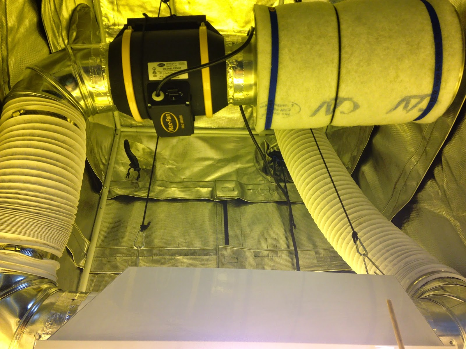... 6  Pro Series Max Fan w/ 3 speed settings (420 378 u0026 291 CFM)  6 x16  Mini Can-Lite carbon filter premium 6  PVC-coated Max Duct). & The Grow Room: Special: Premium 3u0027x3u0027 Grow Tent Set-Up