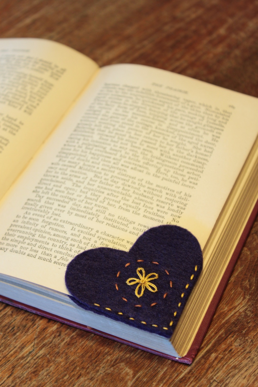 Simple serendipities felt heart bookmarks for Simple bookmarks