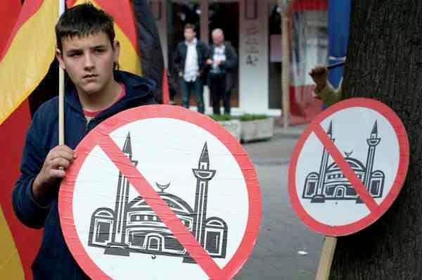 Οι μισοί Γερμανοί που θεωρούν το Ισλάμ απειλή, είναι Χρυσαυγίτες βρε ανόητοι;