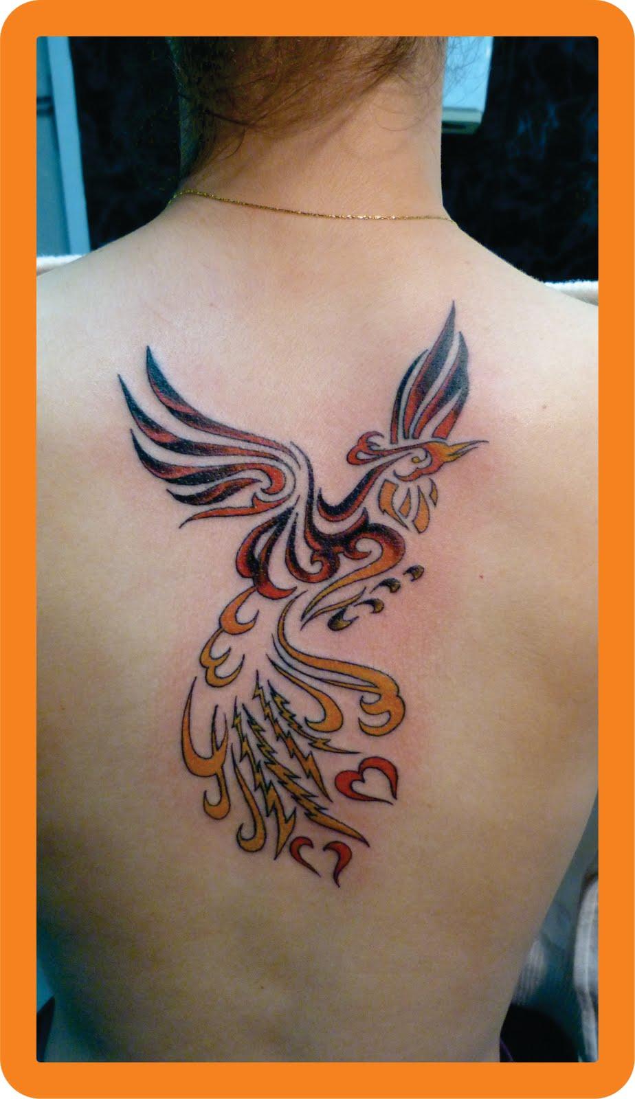 Тату феникс на плече у девушки