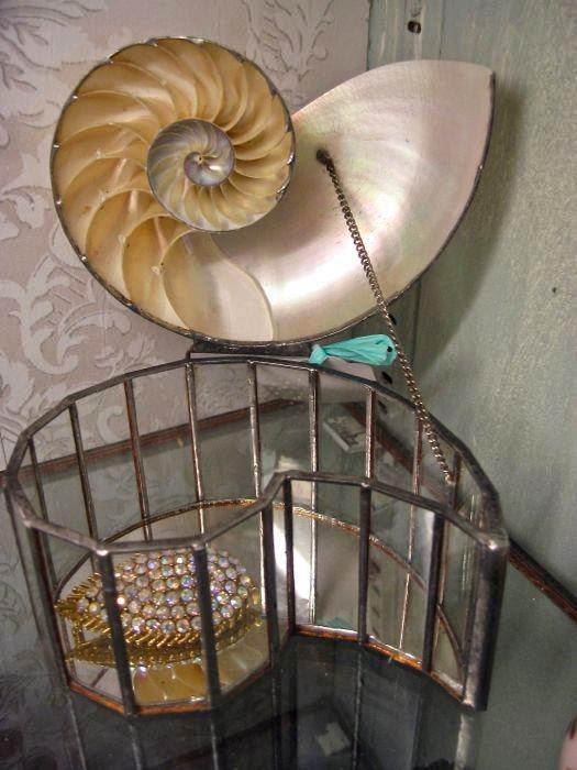 Vintage seashell jewelry box