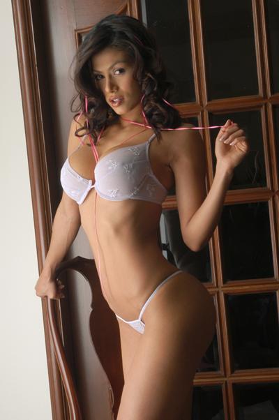 Renata Gonzalez Modelando Ropa Interior Lencer A Blanca