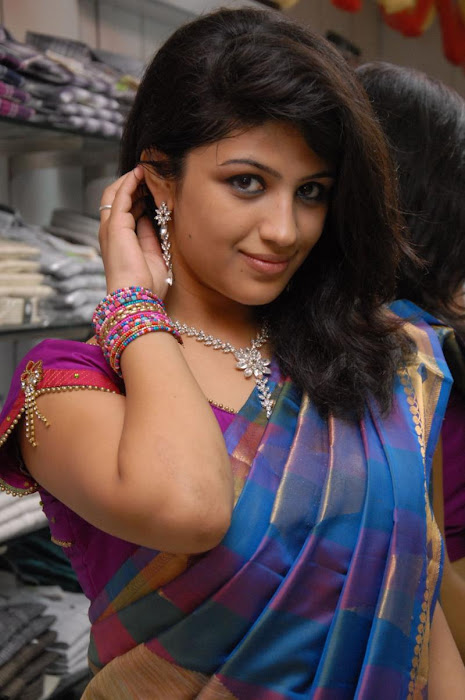 supriya in saree