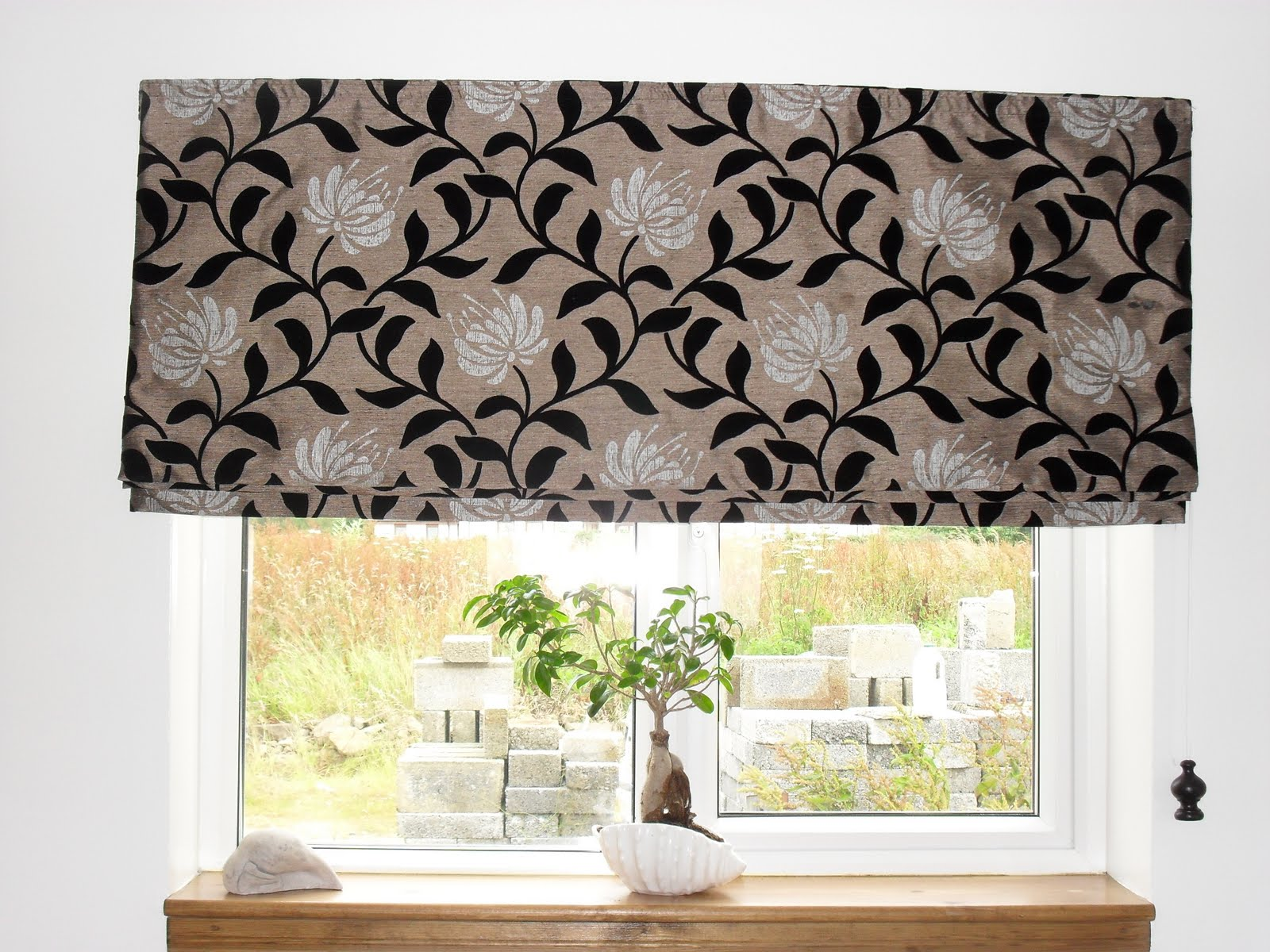Roman Blinds For Kitchens Coach House Crafting On A Budget Easy To Make Roman Blinds