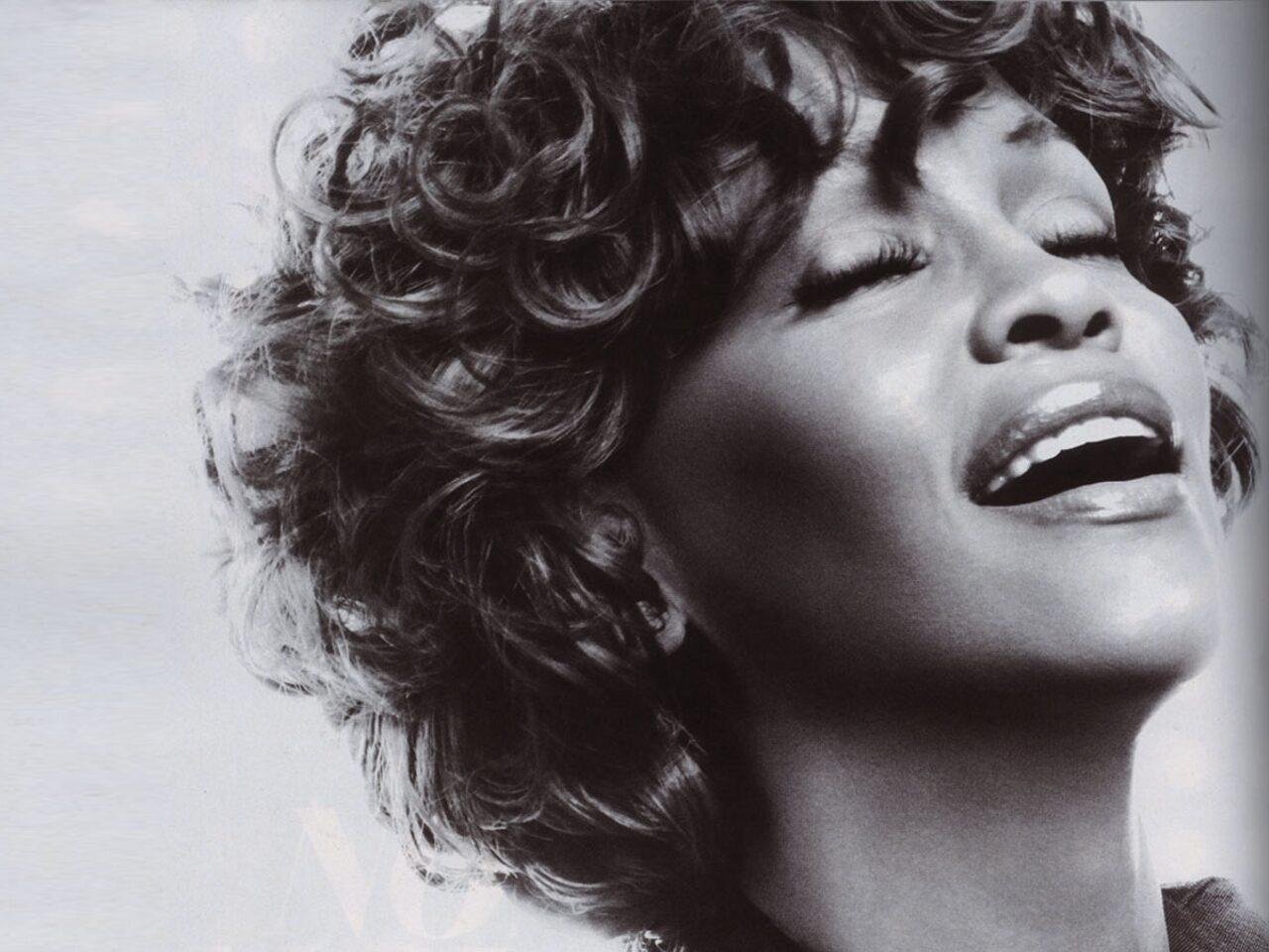 http://4.bp.blogspot.com/-PSS5sm5TB3A/TzjH_Y20B5I/AAAAAAAABNw/i0KyleCCPi4/s1600/Whitney-Houston-muere.jpg