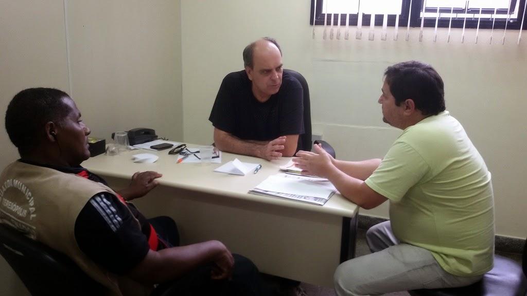 Alves da Guarda Municipal, o secretário Ronaldo Fialho e Sérgio Castelo Branco do Clube Amigos dos Antigos: interdições no trânsito definidas
