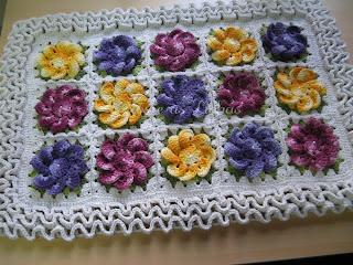 tapete croche flor manacá