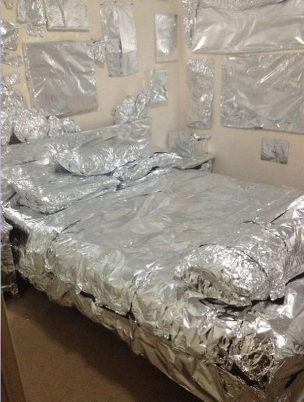 tempat tidur almunium foil