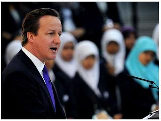 Κάμερον προς μουσουλμάνες: Ή θα μάθετε αγγλικά ή… απέλαση