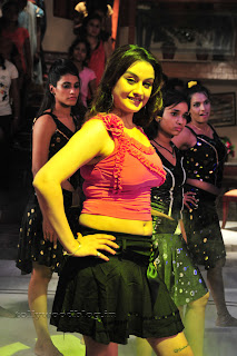Sonia Agarwal Item Song Pictures 001.jpg