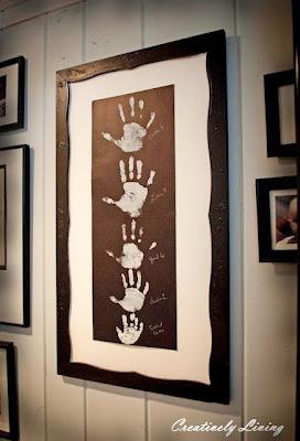 presente dia dos pais com mãozinhas de bebês