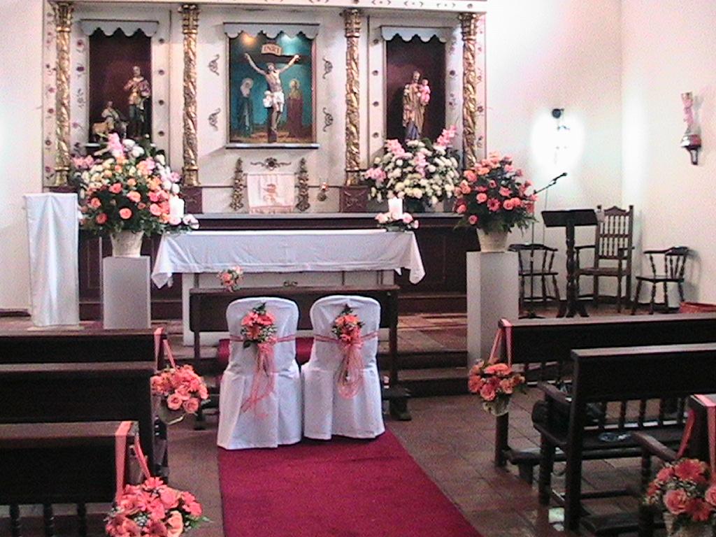 Events planners by maria eva decoracion iglesia for Decoracion de sillas para 15
