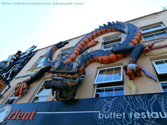 Front of the buffet restaurant 'Orient' in Camden High Street. Fachada del restaurante 'Orient', en Camden High Street.