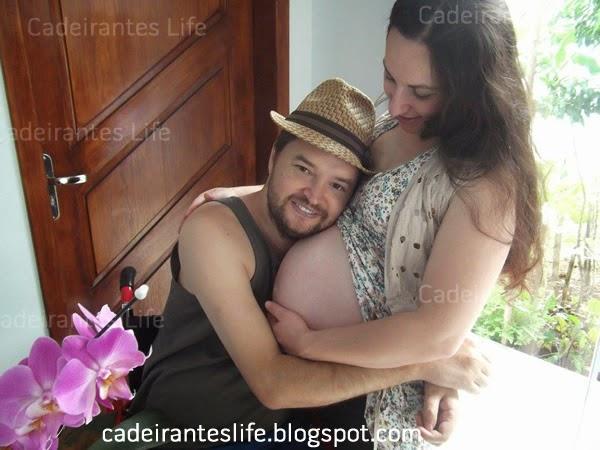 Jonas Kernitskei cadeirante com sua esposa