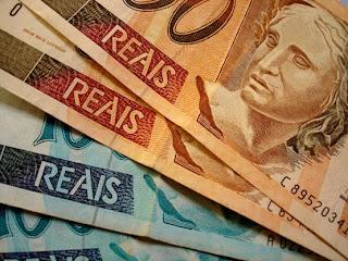 Imagem Várias Notas de Dinheiro