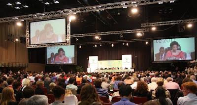 COP17大會主席南非外長Maite Nkoana-Mashabane在9日晚間宣告會議進度。(謝雯凱攝)