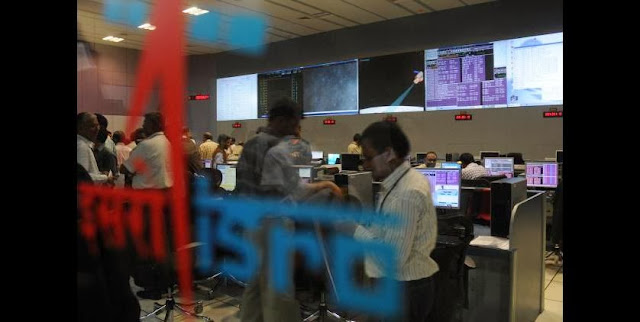 Scientists at the spacecraft control centre in Bangalore. Credit: thehindu.com