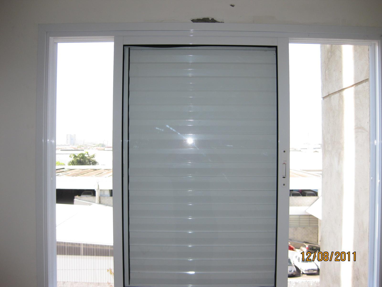 #716041 As janelas com veneziana horizontal instaladas são de boa qualidade  4218 Isolamento Acustico Para Janelas De Vidro