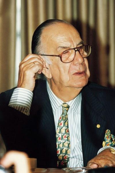 Camilo José Cela, ganador del Planeta en 1994